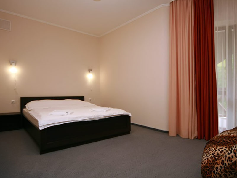 half-lux-room-1